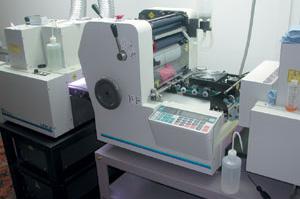 Специализированная малоформатная офсетная печатная машина для изготовления пластиковых карт