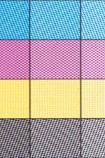 Рис. 4. Фрагменты тестов предельных параметров растрирования. Область полутонов 50%. Линиатура (слева направо) - 70, 100 и 130 lpi.